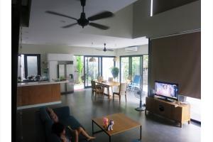 Bán Nhà 4 Phòng Ngủ, Hồ Bơi Tại Thảo Điền, Q2